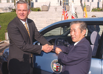 2002: A ceremony in which Los Angeles leases a Honda fuel cell vehicle