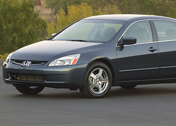 2004: The 2005 Accord is the world's first V-6 hybrid.