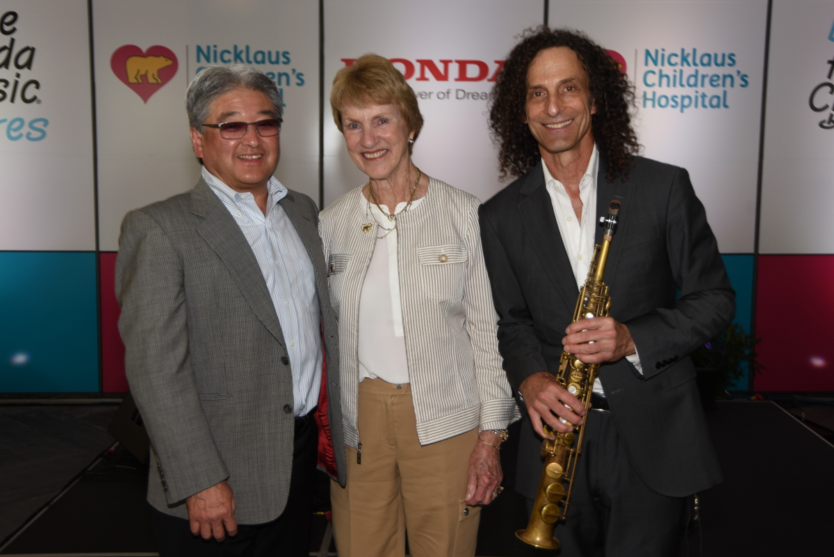 Kenny G performs for Patients at Nicklaus Children's Hospital